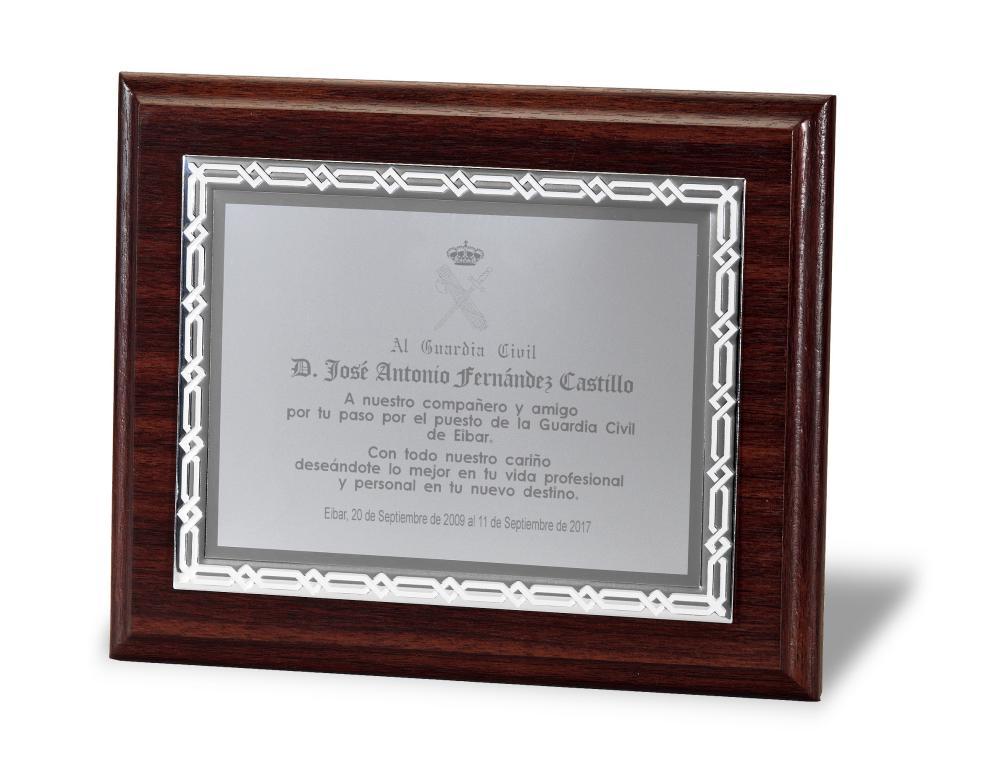 Placa Madge Homenaje de Aluminio Plateada Total 29x23 cm Plateada Metal 23x18 cm Metal 20X15cm Total 24x19 cm Metal 16x12 cm Total 21x17 cm