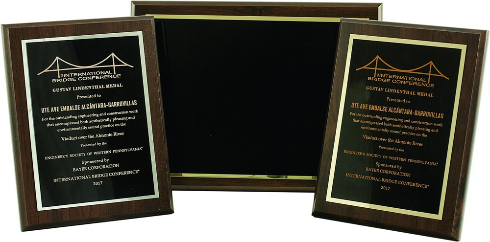 Placa Conmemorativa clasica modelo color negro