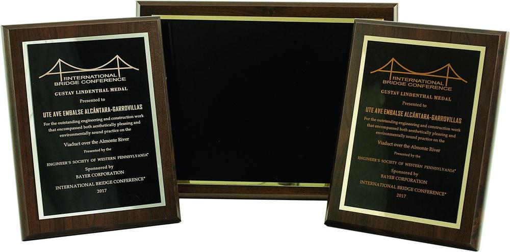Placa homenaje clasica modelo color negro