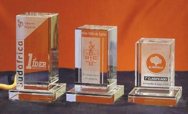 Trofeo Bagisu Torre Rectangular Cristal