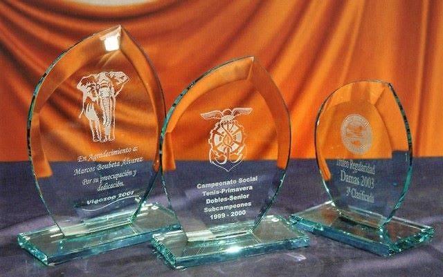 Trofeo Berom Oval Transparente Cristal