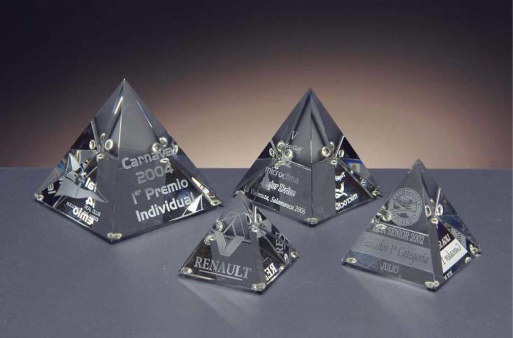 Trofeo Borana Pirámide Cristal