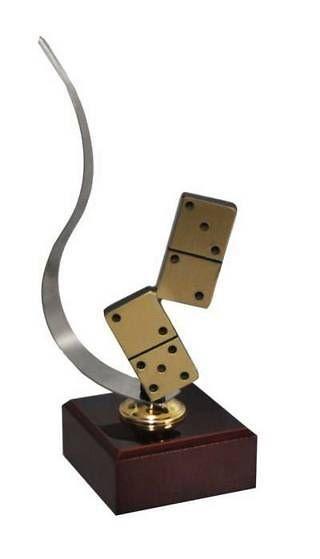 Trofeo Artesanal Laton Domino. Piezas de domino