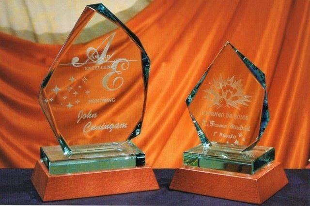 Trofeo Viri Irregular Cristal Madera