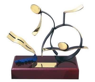 Trofeo atletismo triatlón peana madera
