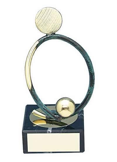 Trofeo fútbol latón