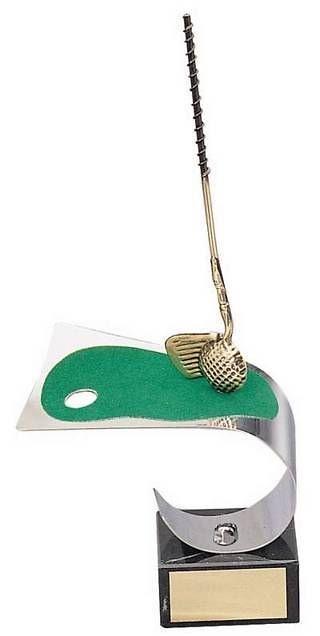 Trofeo golf hierro, pelota y césped