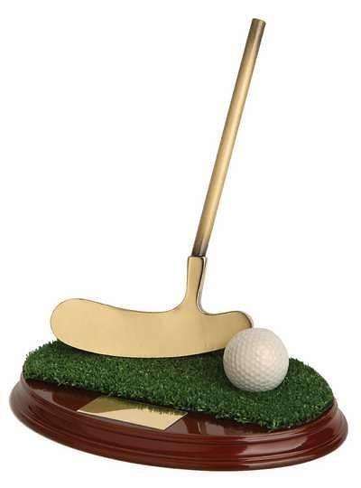 Trofeo golf pelota, césped y palo