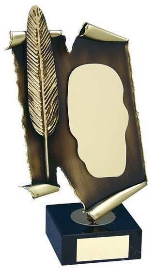 Trofeo literatura pergamino y pluma