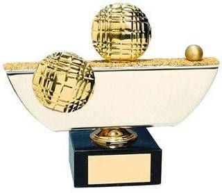 Trofeo petanca pista con bolas y boliche