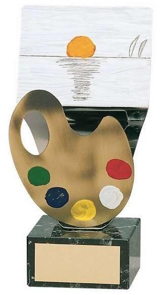 Trofeo pintura caballete y paleta