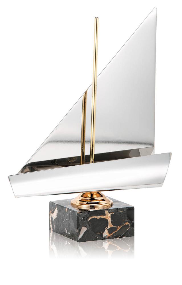 Trofeo plateado de barco velero
