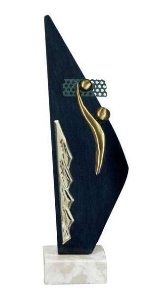 Trofeos Artesanales para Voley en Laton. Con detalle de latón en azul