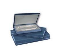 Estuche azul e interior en raso blanco para bandeja tamaño 2
