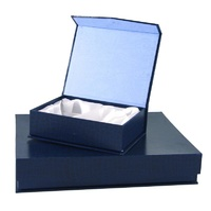 Estuche en Tamaño 4 para placa de homenaje negro-azul oscuro
