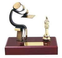 Trofeo ajedrez peana madera