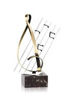 Trofeo clave y partitura de musica