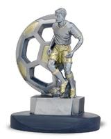 Trofeo de resina jugador de futbol sobre balon calado starme