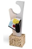 Trofeo escultura modelo Ario triangular invertido