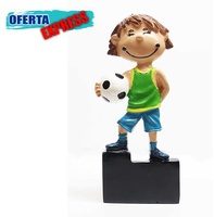 Trofeo niño futbol decorado