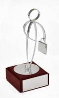 Trofeo peana rojiza Laton Negocios