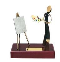 Trofeo pintura realizando cuadro