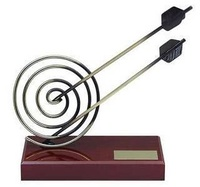 Trofeo tiro con arco dos flechas