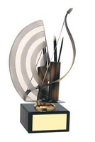 Trofeo tiro con arco flechas y diana