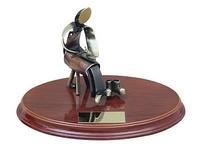Trofeo zapatero peana madera